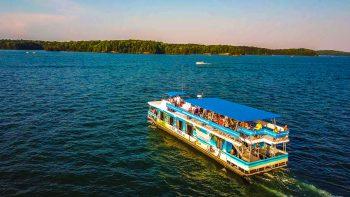 Boat crusing Lake Lanier from Margaritaville