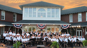 Outdoor concerts resound around the lake